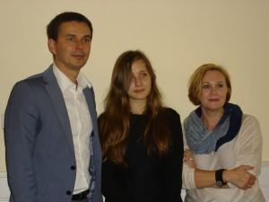 burmistrz-wronek-miroslaw-wieczor-z-laureatka-magdalena-szmitka-i-przewodniczaca-jury-joanna-fabicka