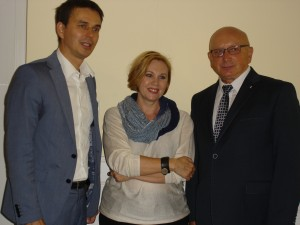burmistrz-wronek-miroslaw-wieczor-z-przewodniczaca-jury-joanna-fabicka-i-leszkiem-bartolem-przewodniczacym-rady-fundacji-literackiej-im-agnieszki-bartol
