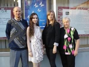 lauretka-konkursu-julia-perzynska-wydrych-ze-swa-mama-joanna-babcia-kazimiera-i-dziadkiem-wladyslawem