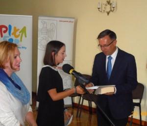 laureatka-grand-prix-z-prezydentem-pily-i-przewodniczaca-jury-dscn3763